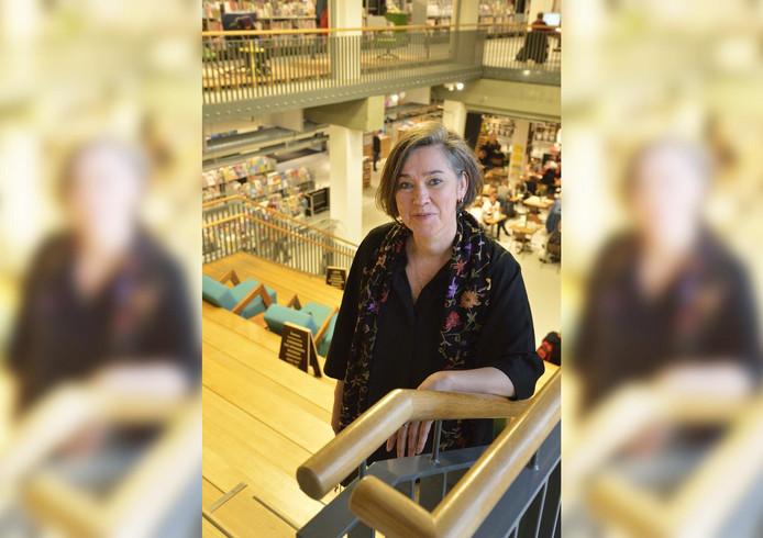 Erna Staal, directeur van de bibliotheek, kijkt enthousiast vooruit.