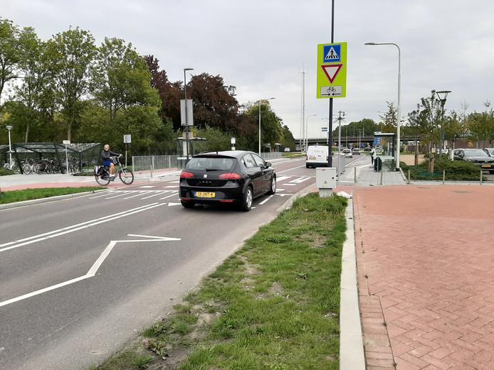 De oversteekplaats aan de Grindweg in Tholen.