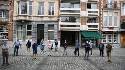 """Leuvense marktkramers zijn boos: """"Oneerlijk! Alleen voedingskramen zijn welkom"""""""