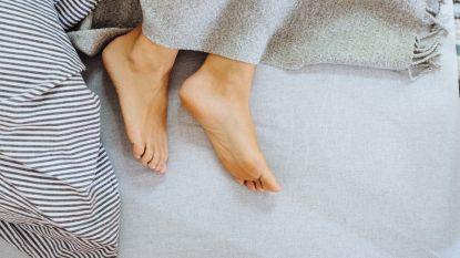 Van een beter zelfbeeld tot sneller afvallen: daarom slaap je beter naakt