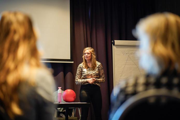 Luna Heuvingh van Educonsult spreekt over psychomotorische therapie.