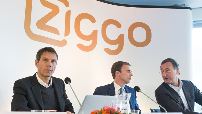 Rene Obermann (links), Bert Groenewegen (midden) en Diederik Karsten, executive Vice President of Liberty Global's European Broadband Operations tijdens de persconferentie van gisteren