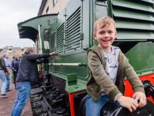 Bijzondere locomotief maakt plaatje compleet: station Huis ter Heide ziet er weer precies uit als 'vroeger'