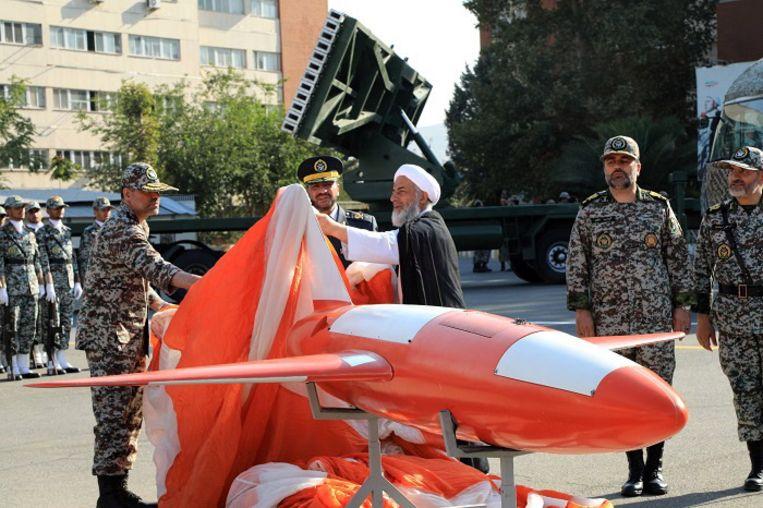Het Iraanse leger presenteert de nieuwe drone 'Kian' tijdens een cermonie in Teheran op 1 september.  Beeld EPA