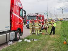 Koken gaat mis: brand in vrachtwagen op Urk, chauffeur gewond