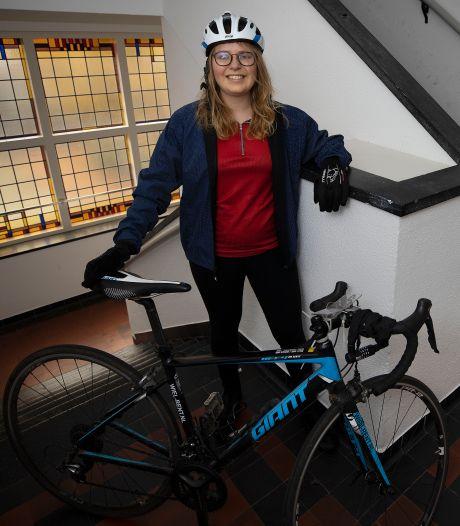 Simone uit Eindhoven fietste door weer en wind naar Den Haag voor het klimaat