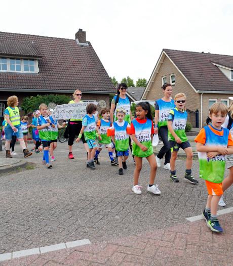 Eerste kilometers van Avondvierdaagse in Deurne zitten d'r op