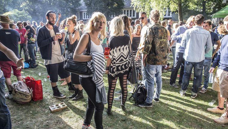 Bezoekers van Appelsap dansten twee jaar geleden in het Oosterpark. Beeld Amaury Miller (amaurymiller.nl)