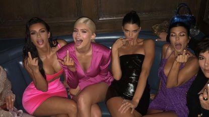 IN BEELD. Een serenade, óveral roze en glamoureuze outfits: dit was het 21ste verjaardagsfeest van Kylie Jenner