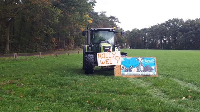 Een boer protesteert tussen Buurse en Beckum tegen de Twente Rally.