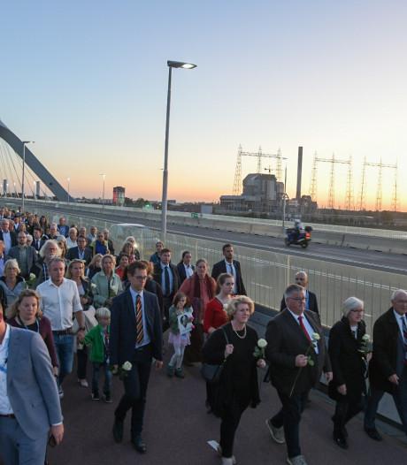 Massa van 7500 Nijmegenaren bij bijzondere Sunset March in Nijmegen