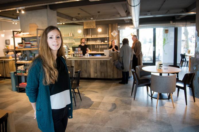 De bedrijfsleider van Vertoef, Suzanne van Daal. Al is zij volgens haar visitekaartje Director of Good Vibes & Jobcoach.
