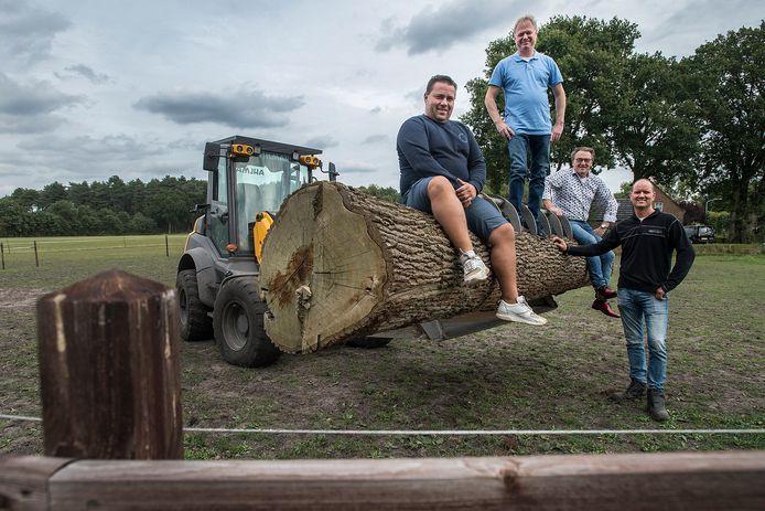 De B.O.C. bij Millstream, waar zondag de Highland Games worden gehouden. Vlnr: Richard Jansen, Jan Hopmans, Albert Weterings en Sjack Snepvangers.