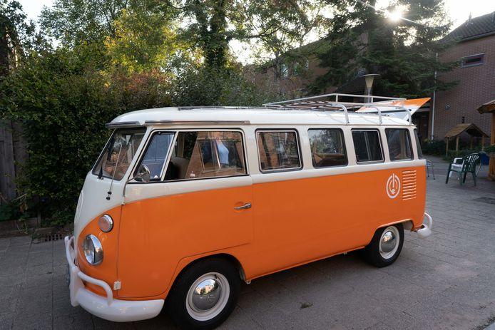 Lijn 2030, een tot elektrisch voertuig omgebouwde Volkswagen Transporter.
