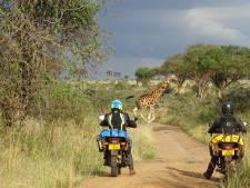 Bredanaar toert per motor door regenwouden en over ruige savannes in Oeganda