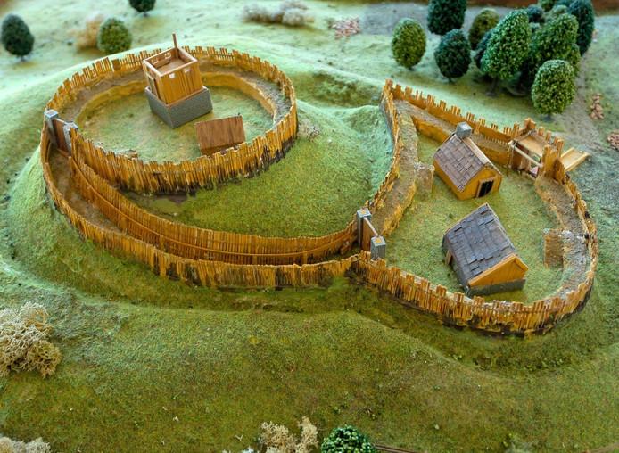 Een maquette van een mottekasteel, in dit geval de motte Montferland.