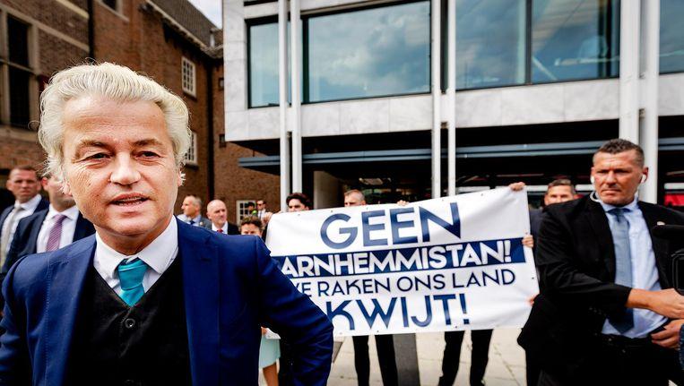 Geert Wilders voert actie tegen de benoeming van Marcouch als burgemeester van Arnhem. Beeld anp