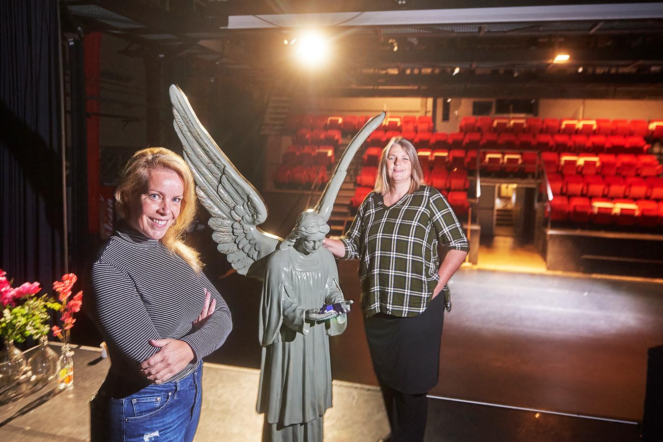 Gerda van de Kamp en Esther Plante in de Groene Engel te Oss.