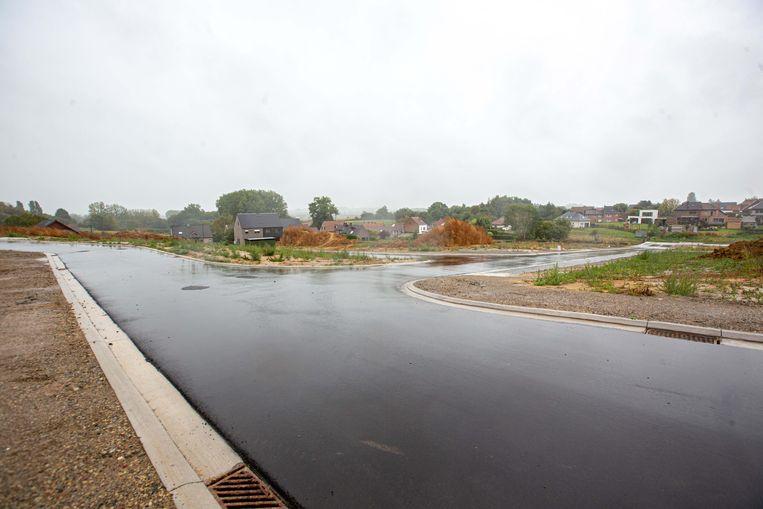 De straten en rioleringen werden al aangelegd waardoor nu gestart kan worden met de bouw van de woningen.