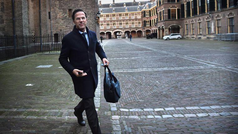 Premier Mark Rutte begint aan een nieuwe klus. In alle vroegte arriveert hij op het Binnenhof voor de ministerraad. Beeld Marcel van den Bergh
