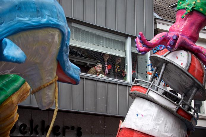 Eerste rang zitten aan de Kerkstraat.