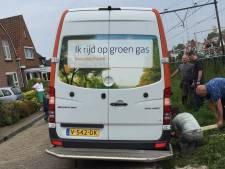 Pakketbezorger strandt in smalle Goese straat: 'Maak die weg breder!'