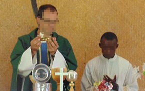 Pater Luk D. (50) tijdens zijn missie in de Centraal Afrikaanse Republiek. Nadat hij in juni vertrok uit het land, werd tegen hem klacht ingediend wegens kindermisbruik.
