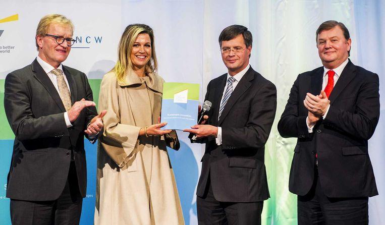 DSM-bestuursvoorzitter Feike Sijbesma (rechts) tijdens een duurzaamheidsseminar. Beeld anp