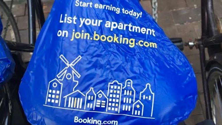 Een van de zadelhoezen van Booking.com Beeld .