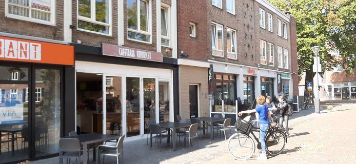 Omwonenden van cafetaria Kerkzicht op de Schijndelse Markt klagen over geluidsoverlast.