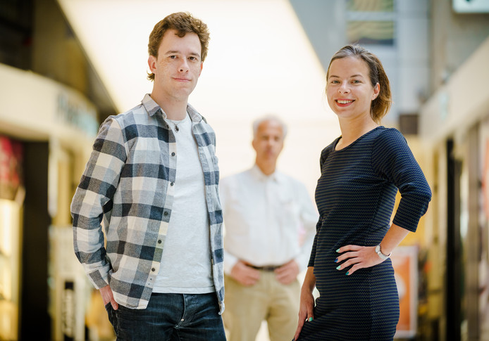 Maaike Janssen, haar halfbroer Jordy Willekens en hun vader Louis.