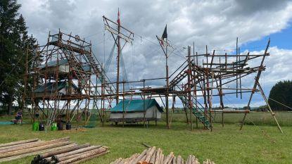 Scouts en Gidsen Leopoldsburg Centrum bouwen gigantisch piratenschip