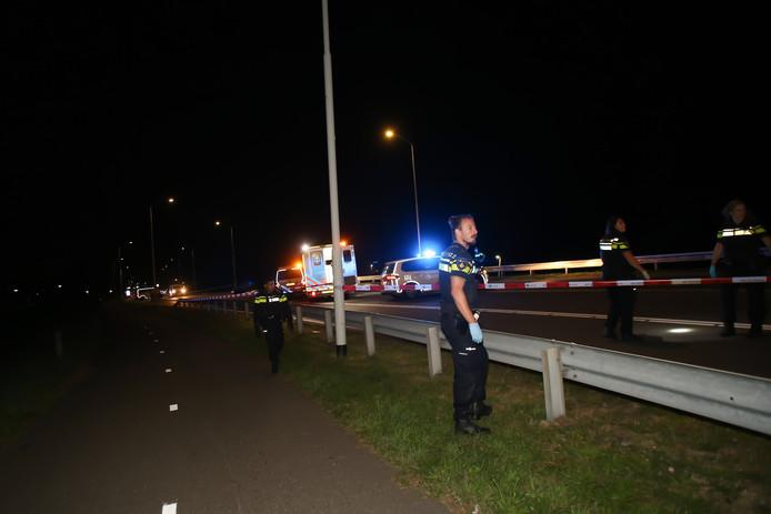 Bij een ongeluk op de Burgemeester Keijzerweg in Papendrecht is een motorrijder om het leven gekomen