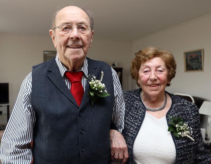 Lieuwe de Bruijn en Jo de Bruijn-Faasse, maandag 65 jaar een paar.