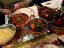 Basmatirijst, Kip Jalfrezi, warme groenten en tandoori mixed grill bij Mamta in Harderwijk.