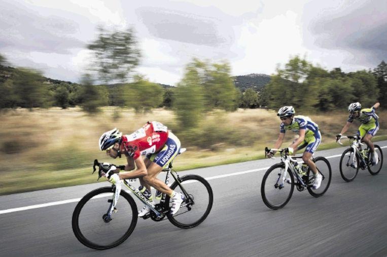 Vincenzo Nibali gaat aan kop in de voorlaatste etappe van de Vuelta. Hij zou in de laatste klimrit alleen nog serieus getest worden door Ezequiel Mosquera, die de zaterdagrit op zijn naam bracht, maar in het klassement geen verschuiving meer kon bewerkstelligen. (FOTO AP ) Beeld AP