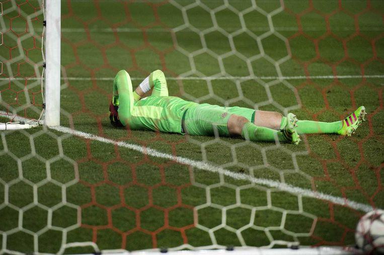 Jeroen Zoet baalt nadat Atlético de winnende penalty heeft binnengeschoten. Beeld anp