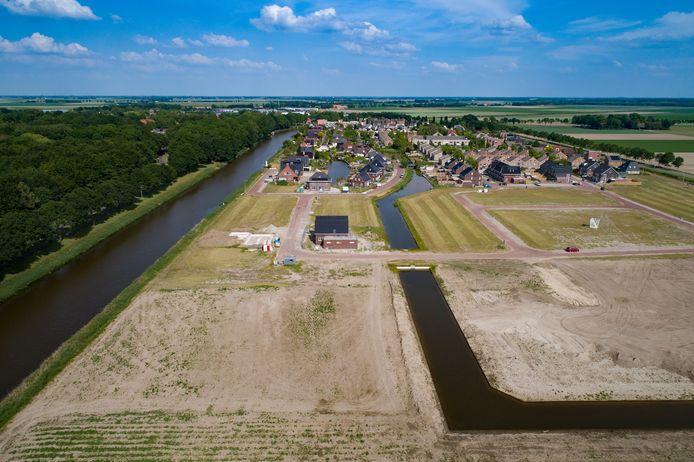 Grote onzekerheid bij kopers van bouwkavels in Marknesse die verkocht worden door de gemeente Noordoostpolder. Door een nog niet behandeld hoger beroep is onduidelijkheid ontstaan over het eigendom van de grond.