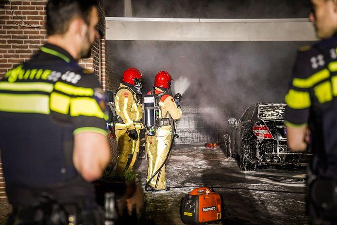 Aan de Papenvoortse Heide in Nuenen is in de nacht van dinsdag op woensdag een auto in vlammen opgegaan.