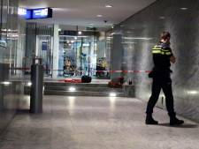 Verdachte van steekpartij station Breda vlucht rennend door stationshal, politie geeft beelden vrij