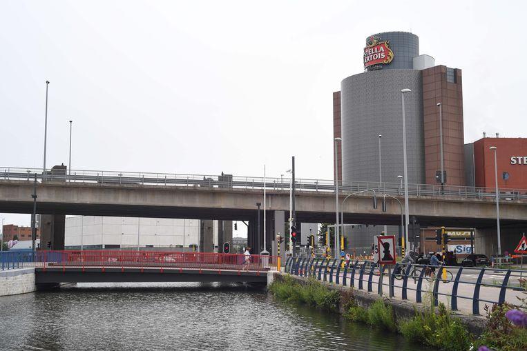 De nieuwe brug aan de Vaartkom in Leuven opent dinsdag voor autoverkeer.