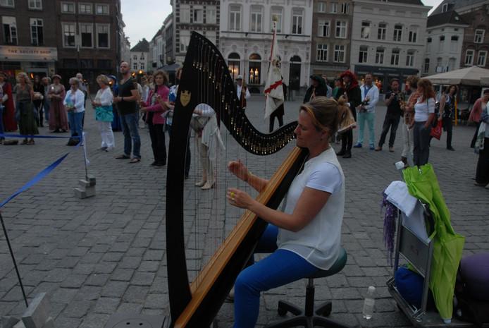 De geluiden, afkomstig van de harp, sloten nauw aan bij het concept