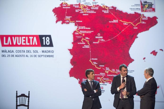 Pedro Delgado met Vuelta-baas Javier Guillen en de Spaanse journalist Carlos de Andres.