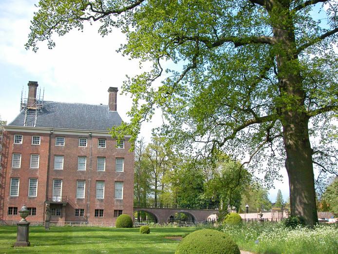 De zomereik van kasteel Amerongen.