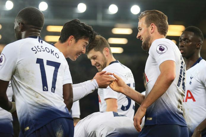 Harry Kane en Heung-min Son vieren weer een goal.