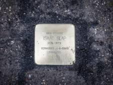 Eerbetoon aan vrijheid, veteranen en vermoorde joodse inwoners: Speciale tegels in Bossche wijk
