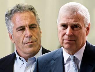 """Advocaat van slachtoffers Epstein: """"Prins Andrew staat op de beveiligingsbeelden"""""""
