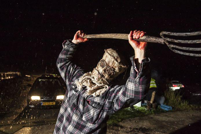 Er werd opgeroepen niet de straat op te gaan rond halloween, maar in Twenterand en Tubbergen viel het nog wel te vieren . Bij de Carwash Den Ham en de drive-inn van De Manderveense Aardbei was het zaterdagavond griezelen.