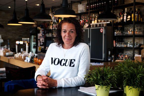 Nicky Verelst, zus van de vermoorde Dominique, heropent cafe 't Dorp.