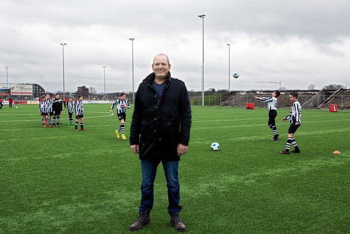 Bert-Jan de Ronde, voorzitter van VV Oosterhout, op het hoofdveld van de club.